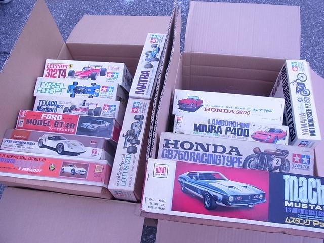 大量のタミヤのカーモデル2