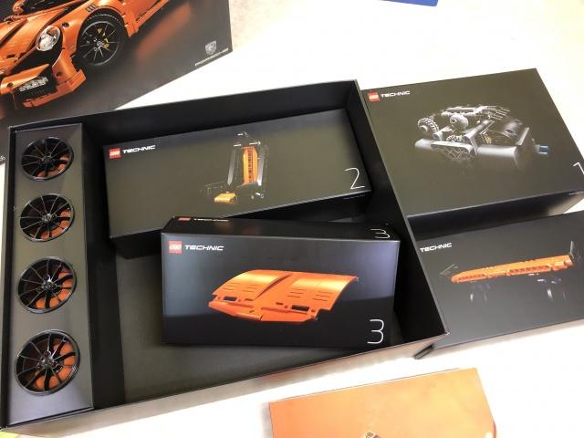 LEGO TECHNIC『Porsche 911 GT3 RS』(42056) 2