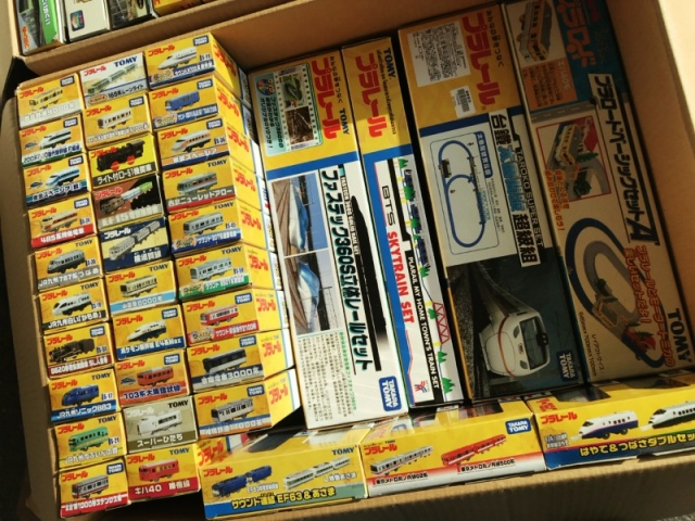 大量のプラレール(ダンボール約30箱)を静岡県浜松市より出張にてお譲りいただきました