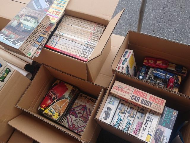 タミヤ 、コグレ、COX、レベルなどのスロットカーと1960年代の自動車雑誌を埼玉県川口市にて出張でお譲りいただきました