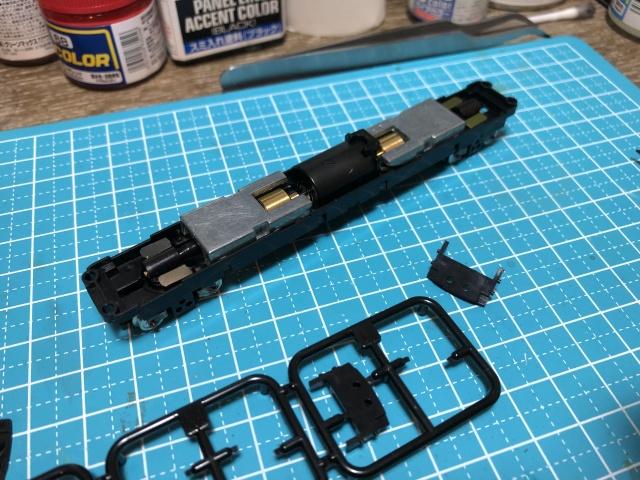 動力ユニットには付属のスペンサーLを切り出して取り付け