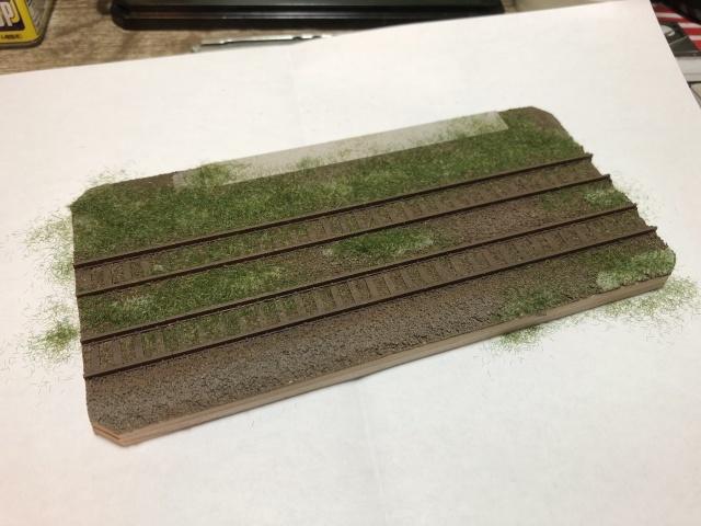 レール部分の余分な雑草を取り払いました。