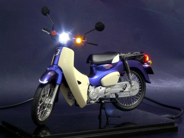 フジミ模型 1/12 NX1 ホンダ スーパーカブ110 (アーベインデニムブルーメタリック)   完成写真1枚目