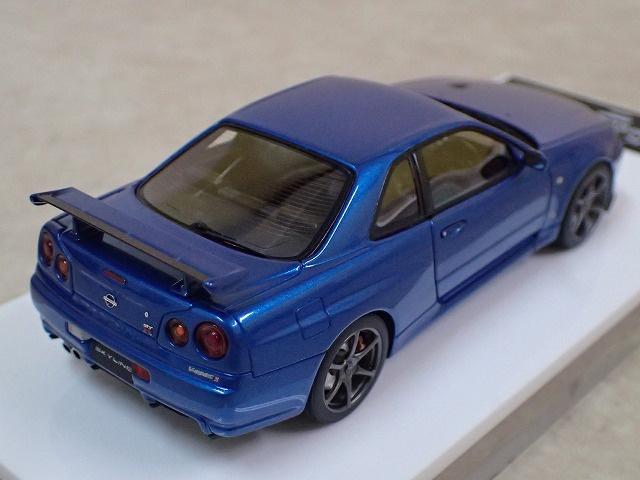 デアゴスティーニとメイクアップのコラボモデルミニカー ニッサン スカイライン GT-R V・specⅡ 2000 (BNR34) 写真2枚目