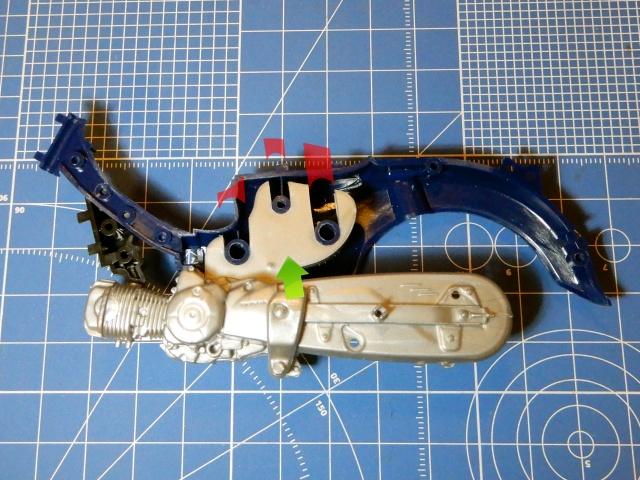 フジミ模型 1/12 NX1 ホンダ スーパーカブ110 (アーベインデニムブルーメタリック) エンジン部分 改修の様子