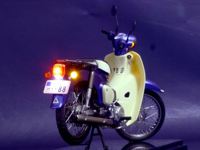 フジミ模型 1/12 NX1 ホンダ スーパーカブ110 (アーベインデニムブルーメタリック) 完成写真2枚目