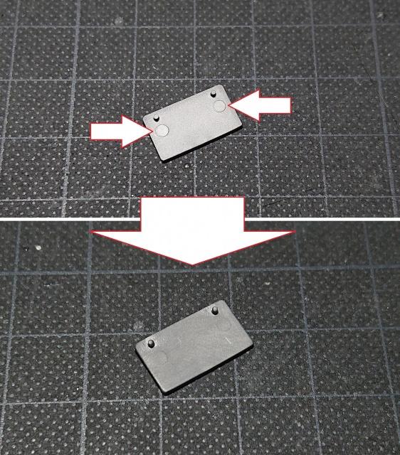 タミヤ モンキー125 ナンバープレート の押しピン跡、突出している場合はヤスリで削って除去します
