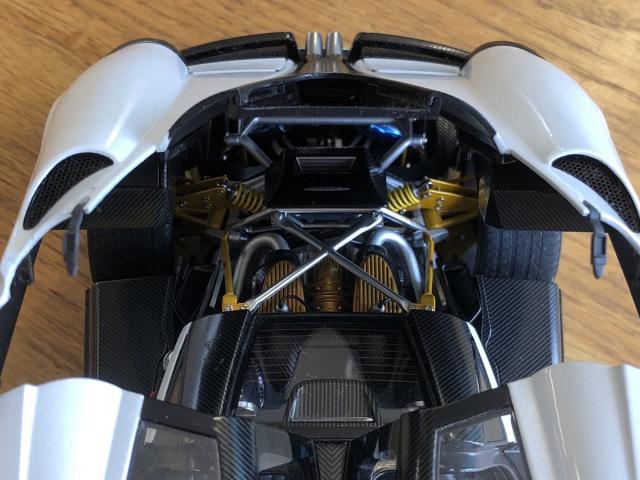 オートアート 1/18 パガーニ ウアイラ ホワイト リアエンジンの写真
