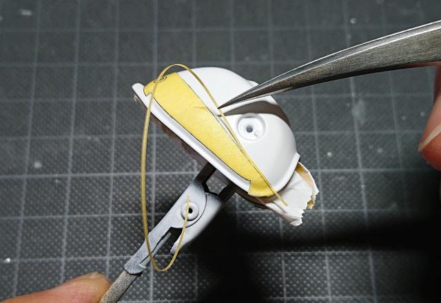 タミヤ モンキー125 先ほど貼ったマスキングテープの境目に細切りにした別のマスキングテープを貼る