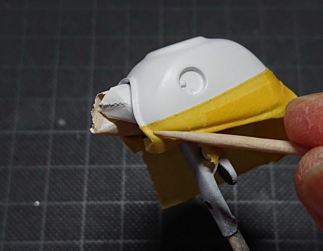 タミヤ モンキー125 タンク部分のマスキングテープくぼみまでしっかりと張り付ける
